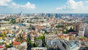 Dia de verão em Kiev Quadrado de Maidan Nezalezhnosti Lapso de tempo aéreo da arquitetura da cidade Tiro panor?mico video estoque