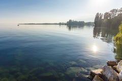 Dia de verão por um lago Foto de Stock Royalty Free