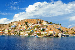 Dia de verões bonito na ilha grega de Symi no Dodecanese Grécia Europa Fotos de Stock