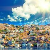 Dia de verões bonito na ilha grega de Symi no Dodecanese Grécia Europa Fotografia de Stock Royalty Free