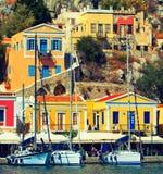 Dia de verões bonito na ilha grega de Symi no Dodecanese Grécia Europa Tonificação retro imagens de stock