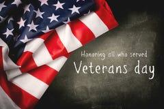 Dia de veteranos feliz com bandeira americana foto de stock royalty free