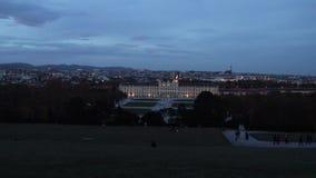 Dia de Viena e noite-lapso - vista do parque de Schonbrunn video estoque
