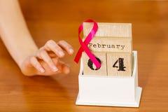 Dia do câncer da mama do mundo no calendário velho Foto de Stock Royalty Free