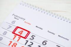 Dia do câncer do mundo 4 de fevereiro marca no calendário Foto de Stock Royalty Free