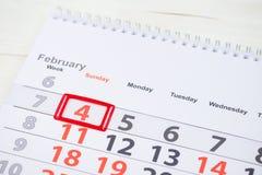 Dia do câncer do mundo 4 de fevereiro marca no calendário Fotos de Stock