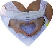 Dia do casamento, noiva, coração dos dedos na parte traseira imagens de stock royalty free