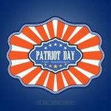 Dia do patriota - vector a imagem em um fundo azul do inclinação com estrelas Vector a ilustração do dia do patriota com crachá e Fotos de Stock Royalty Free