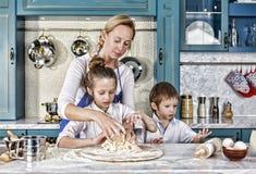 Dia do `s da matriz coza, cozinhando, família, alimento, pão, massa, pizza, junto, fotos de stock royalty free
