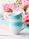 Dia do ` s do Valentim do cartão do rosa do papel vazio e convite das rosas Imagens de Stock