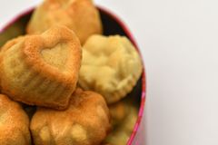 Dia do `s do Valentim Close up de queques deliciosos na forma de um coração H fotografia de stock