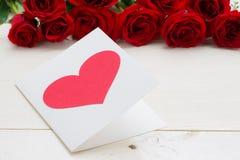 Dia dos Valentim dos corações da rosa e do papel do vermelho Fotografia de Stock