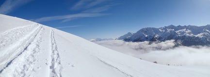 Dia ensolarado bonito e a neve em Suíça italiano ar Imagem de Stock