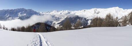 Dia ensolarado bonito e a neve em Suíça italiano ar Fotos de Stock