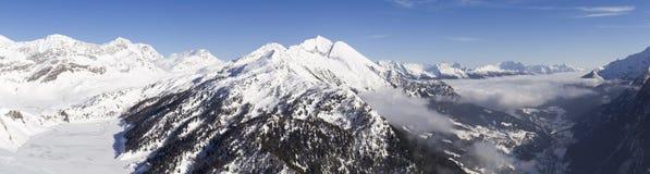 Dia ensolarado bonito e a neve em Suíça italiano ar Fotografia de Stock