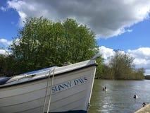 Dia ensolarado em Thames River Foto de Stock Royalty Free
