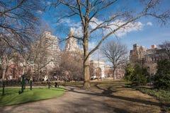 Dia ensolarado em Washington Square em New York City fotografia de stock