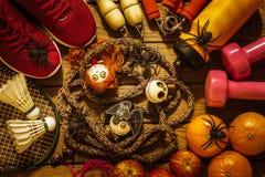Dia feliz de Dia das Bruxas com aptidão, exercício, dar certo saudável imagem de stock
