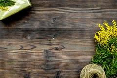 Dia internacional das mulheres do conceito com fundo de madeira t das flores Imagem de Stock Royalty Free
