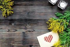 Dia internacional das mulheres do conceito com fundo de madeira t das flores Imagens de Stock