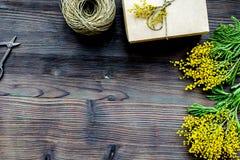 Dia internacional das mulheres do conceito com fundo de madeira t das flores Fotos de Stock