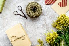 Dia internacional das mulheres do conceito com fundo de pedra das flores a Imagem de Stock