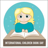 Dia internacional do livro de crianças Vector a ilustração de uma menina que guarda um livro Imagem de Stock Royalty Free