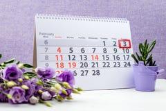 Dia nacional do bolo de cenoura 3 de fevereiro marca no calendário no pur Foto de Stock