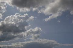 Dia nebuloso bonito, completo das possibilidades Fotos de Stock Royalty Free