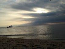 Dia nebuloso da praia Foto de Stock Royalty Free