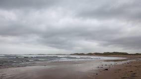 Dia nebuloso do outono no oceano Foto de Stock