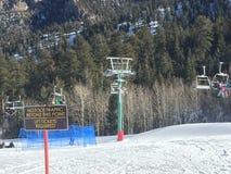 Dia nevado acima nas montanhas Fotos de Stock