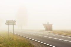 Dia nevoento do outono - Polônia. fotografia de stock royalty free
