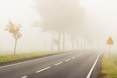 Dia nevoento do outono - Polônia. imagens de stock royalty free