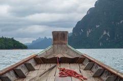 Dia nublado no lago Imagem de Stock Royalty Free