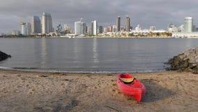 Dia que estabelece o tiro de San Diego Skyline da linha costeira da ilha de Coronado video estoque