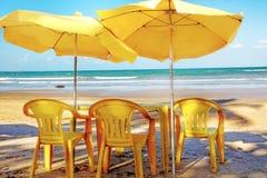 Dia quente do sommer, relaxando na praia Fotografia de Stock