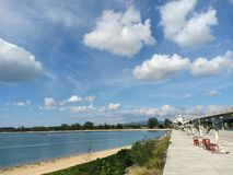 Dia quente para fora na ponte de Sarasin imagem de stock royalty free