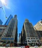 Dia sem nuvens da cidade imagens de stock royalty free
