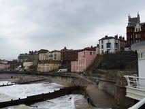 Dia tormentoso em uma cidade do beira-mar Imagem de Stock