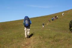 Dia Trekking nas montanhas Fotografia de Stock
