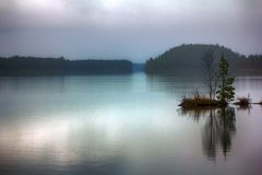 Dia triste quieto da queda no lago quieto Imagem de Stock