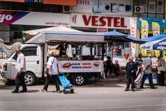 Dia turco tradicional do bazar na cidade de Cinarcik Fotografia de Stock Royalty Free