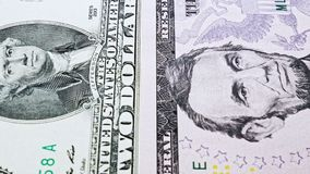 Dia videorekeningen van één tot tien Amerikaanse dollars met portretten van de voorzitters van de V.S. stock video