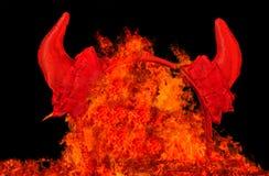 Diabła przyjęcia rogi w pożarniczych płomieniach Fotografia Stock