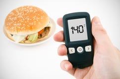 Diabete che effettua la prova livellata del glucosio fotografie stock libere da diritti