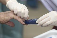 Diabetes da medicina dos cuidados médicos da análise de sangue do laboratório imagem de stock