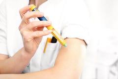 Diabetes, eine Frau mit Diabetes stockbild