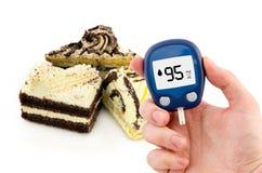 Diabetes que faz o teste nivelado da glicose imagem de stock