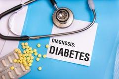 Diabeteswoord op medische blauwe omslag met geduldige dossiers wordt geschreven dat Royalty-vrije Stock Foto